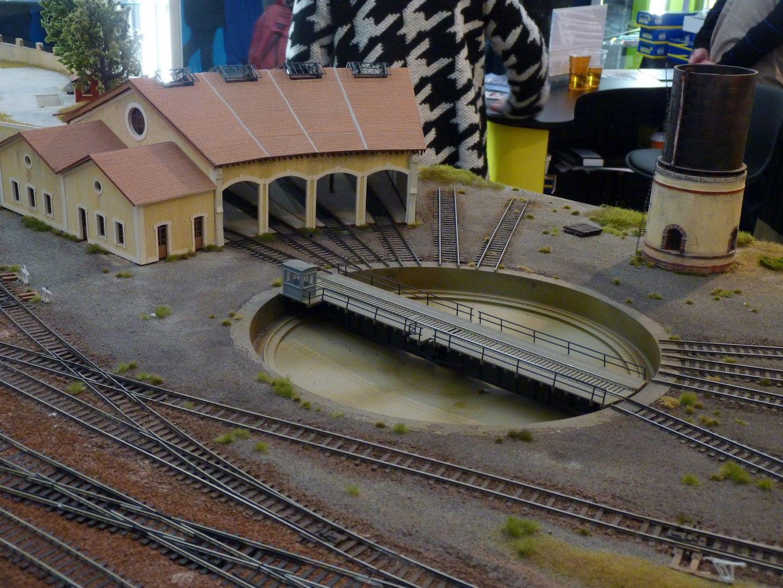 Maquette d 39 un d p t de locomotives ho 15 me salon du train for Salon du train miniature