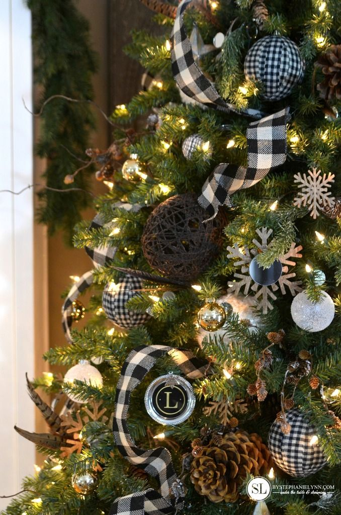 Black And White Plaid Buffalo Check Christmas Tree With Images Christmas Tree Decorations Christmas Decorations Rustic