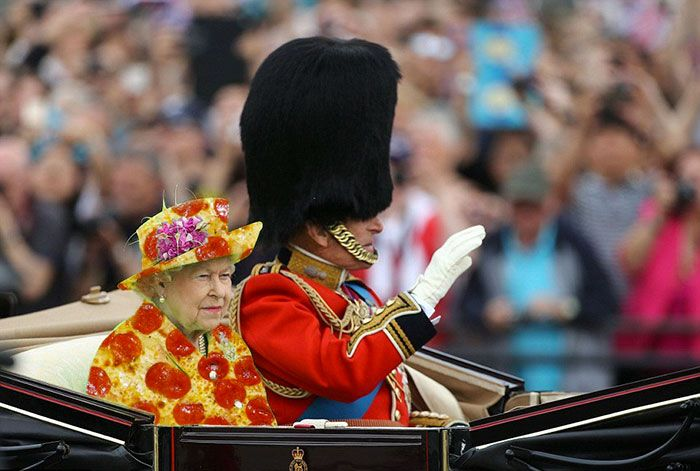 The Queen S Green Screen Outfit Sparks A Hilarious Internet Reaction Photoshop Battle Queen Of England Greenscreen