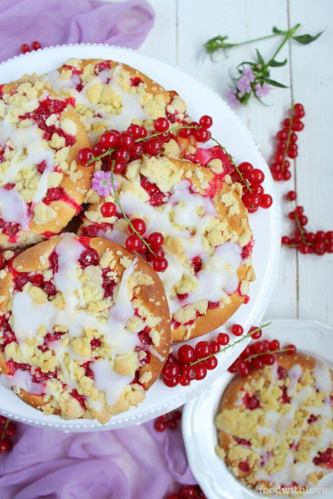 Johannisbeer Streuseltaler – lecker wie vom Bäcker | foodwithlove.de #foodwithloverezepte