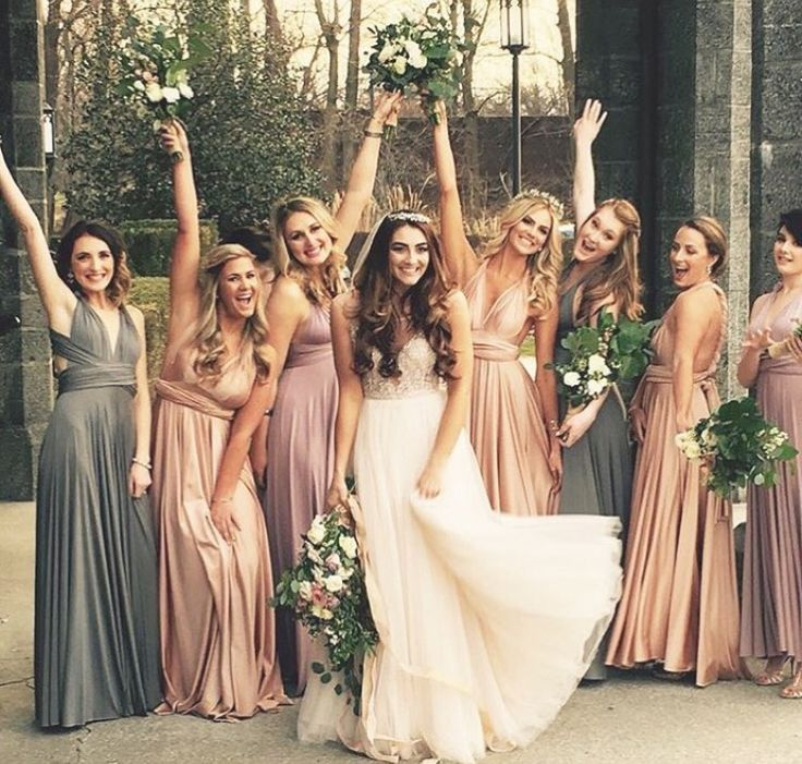 Not a huge fan of the 4 different color bridesmaids dresses ...
