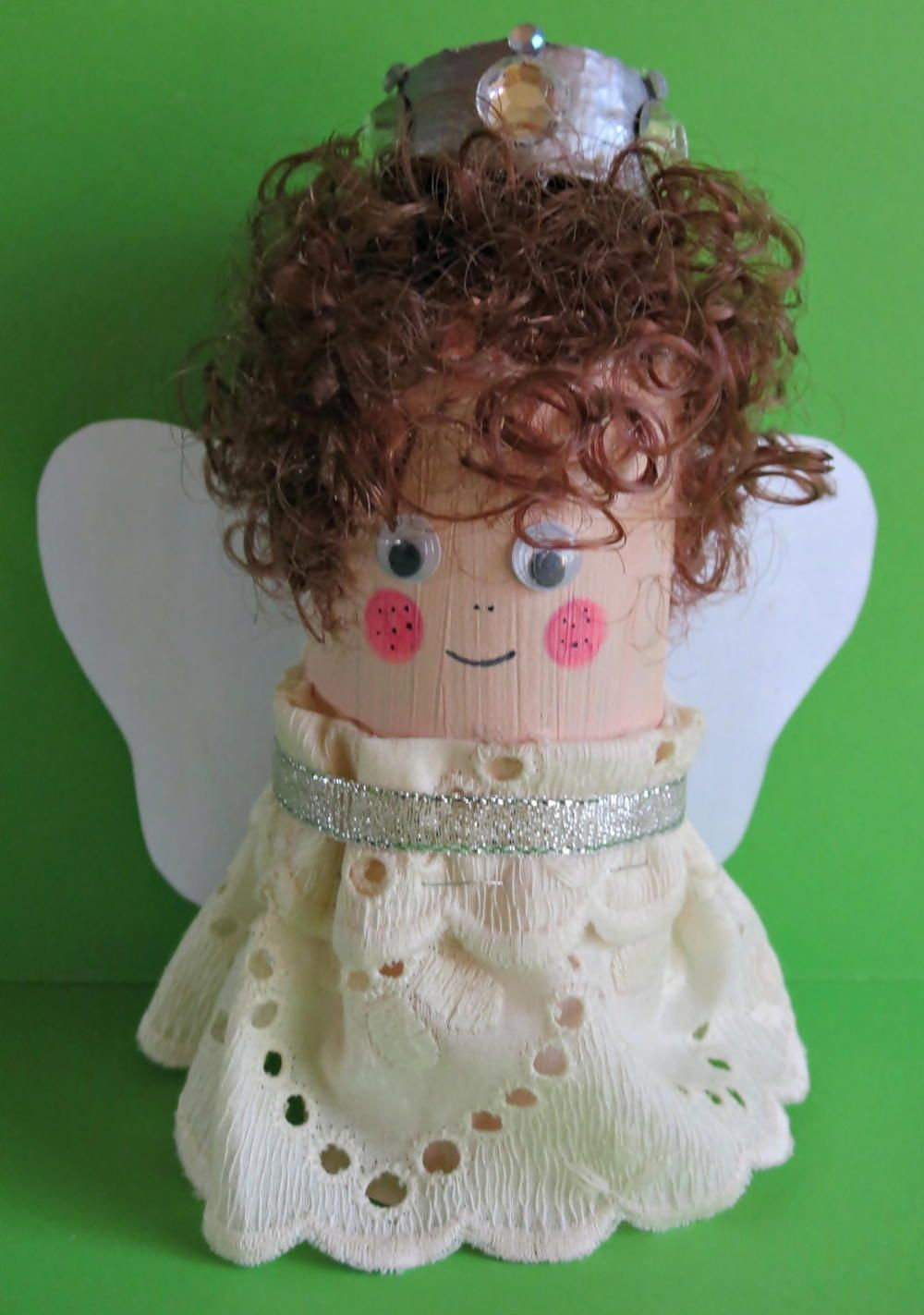 Simple toilet paper roll christmas angel craft christmas for Christmas paper crafts for adults