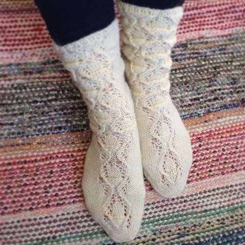 Sukkakilpailun satoa: Tammenterhosukat. #sukkakilpailu #villasukka #woolsocks #socks #knitting #neule #neulominen #suurikäsityö