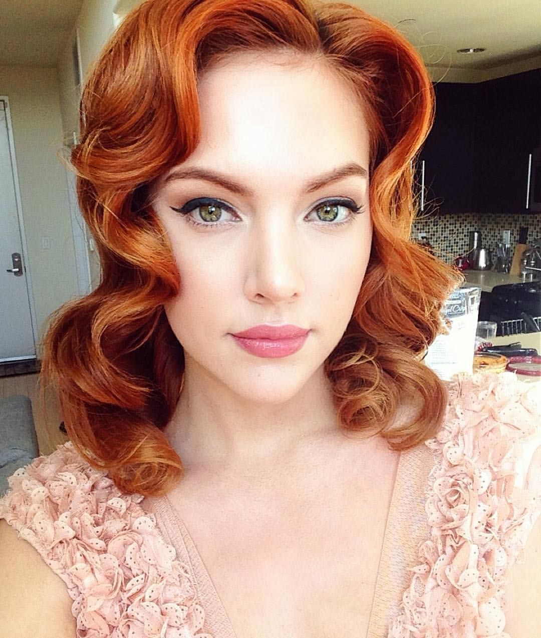 Przyklad Makijazu Dziennego Naturalnego Dla Typu Theatrical Romantic Akcent Na Oczy Wzmocni In 2020 Redhead Makeup Wedding Makeup Redhead Makeup Tips For Redheads