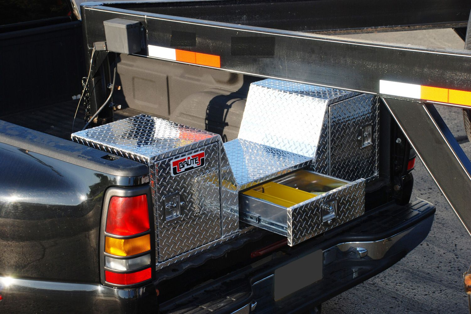 Unique Truck Accessories Rb257d Brute Goose Neck Double Doors 5th Wheel Tool Box Truck Tailgate Truck Bed Tool Box