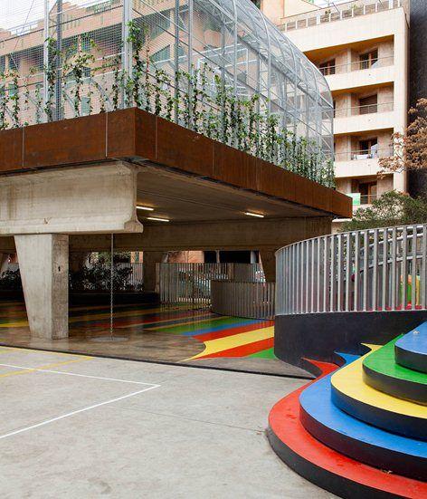 Pista deportiva elevada Colegio LaSalleFranciscanas, Saragozza, 2012 - J uno Arquitectos
