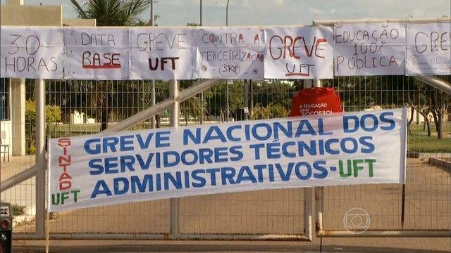 Cazuza: Professores e funcionários de universidades federa...