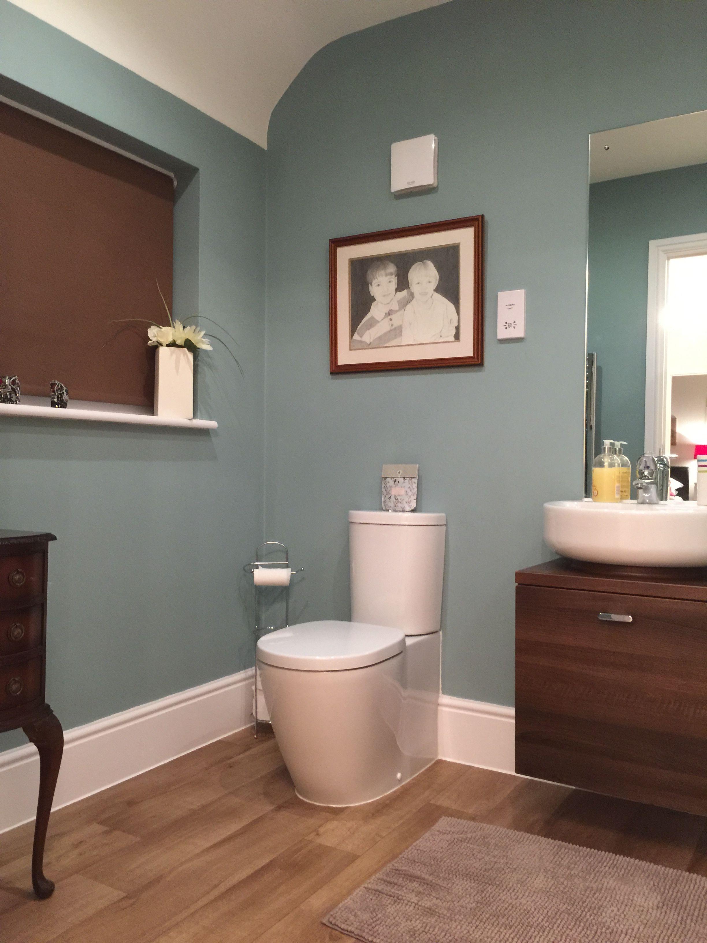 Bathroom Wall Colour Dix Blue By Farrow And Ball Bad Wandfarben Blaues Badezimmer Badezimmer Farbideen
