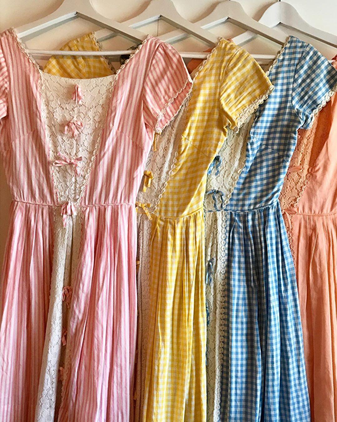 Gefallt 47 Mal 8 Kommentare Vici Vicilovescolor Auf Instagram I Have Today S Dress In Several Colors In 2020 Pretty Dresses Vintage Dresses Retro Dress