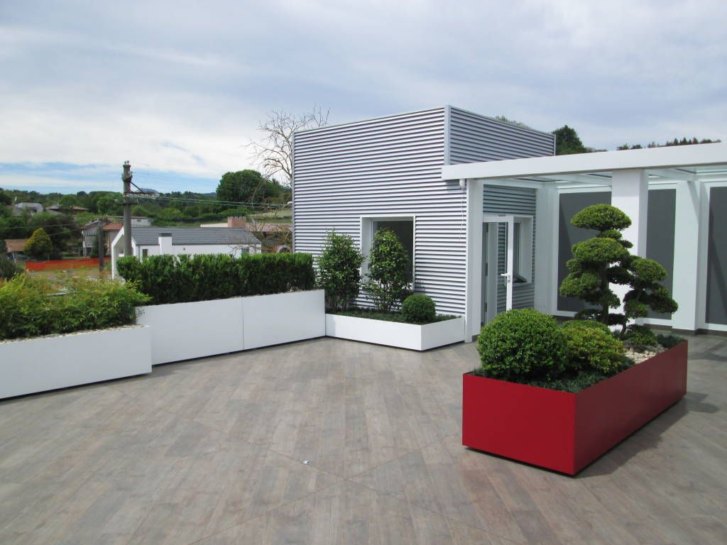 Terrazzo moderno verde bianco rosso foto 1 terrazza for Foto giardini moderni