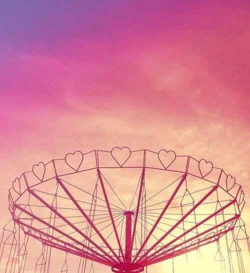 Il primo bacio non è mai come lo sognamo, ma lo ricordiamo sempre come un sogno.