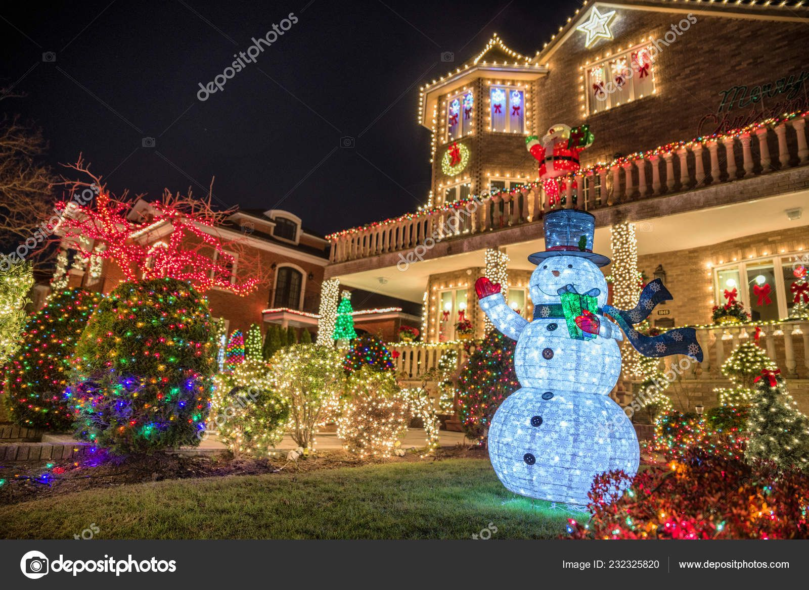 New York Usa December 10 2018 Christmas Decorations Of Houses In The Neighborhood Of Dyker H Christmas Decorations For The Home Christmas Decorations Decor