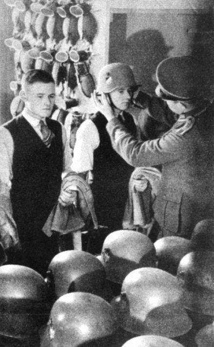 Wiedereinführung Der Wehrpflicht 1935