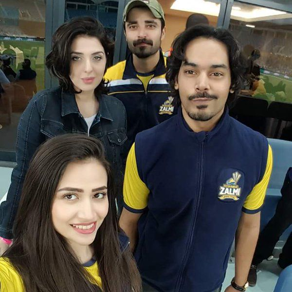 Celebritiesshow Their Support For Peshawarzalmi In Psl3 Lqvsqg Psl2018 Dilsejaanlagade Messi Chelseabarca Nationalwa Cricket Teams T20 Cricket Cricket