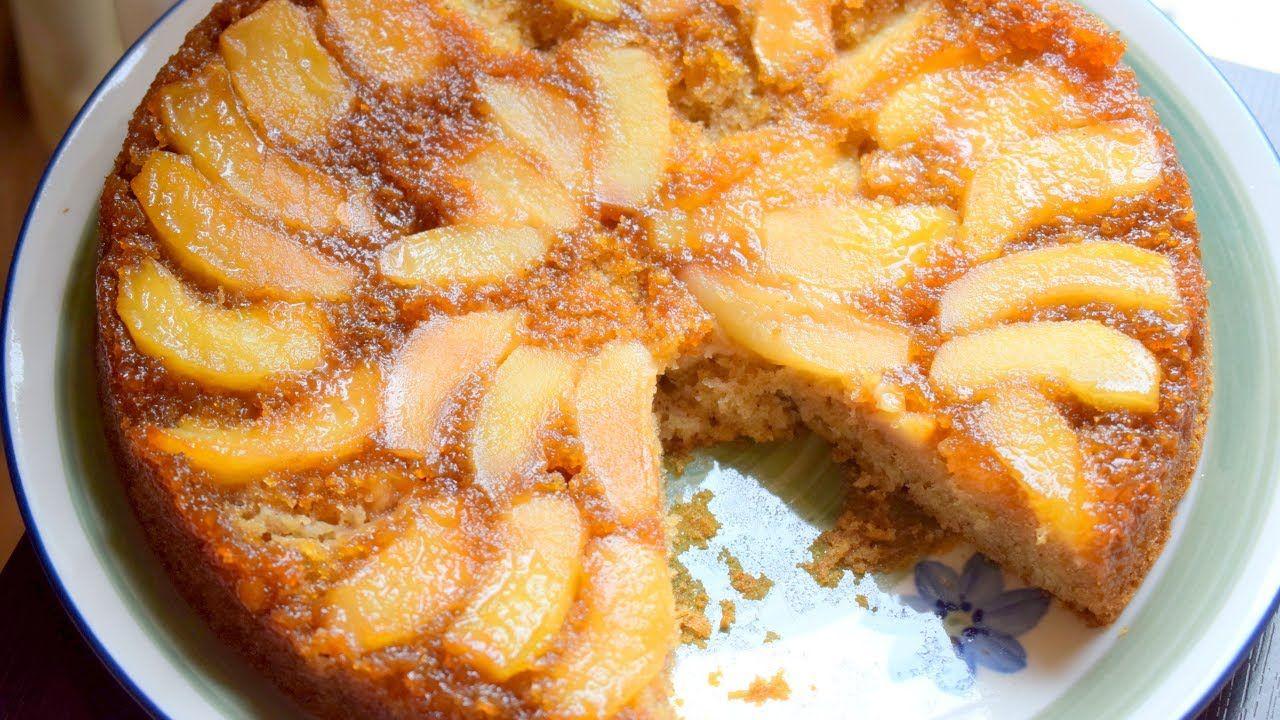 كيكة التفاح المقلوبة من الحلويات القديمة التي اعتادت ان تعدها امي لنا ولكنها مازالت الافضل دائما وابدا طريقة راقية ومميزة لتقديم الكعك تحتو Desserts Food Apple