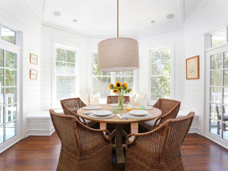 Chaises en rotin dans la salle à manger  créez une ambiance de