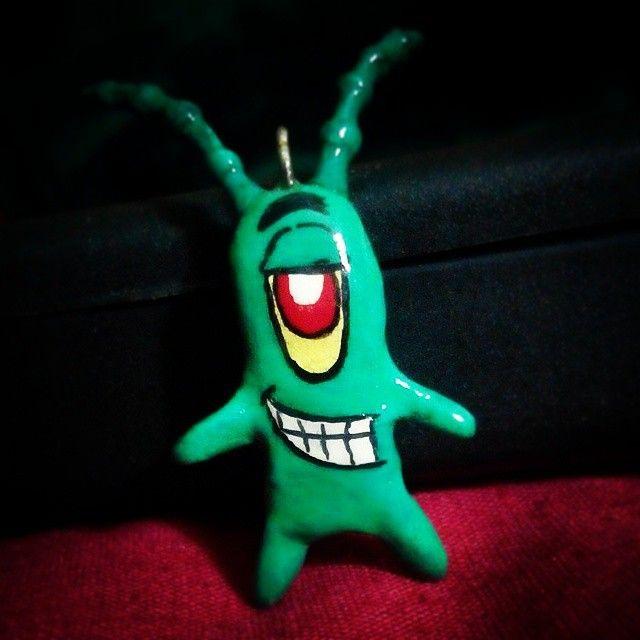 """Aqui una foto de uno de nuestros arte collar! Personaje de bob esponja """"Plankton"""""""