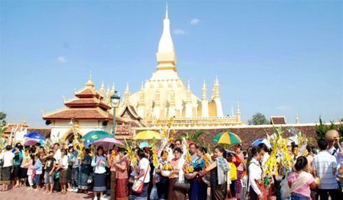 That Luong là lễ hội mà các du khách khi đến Lào rất thích tham gia.