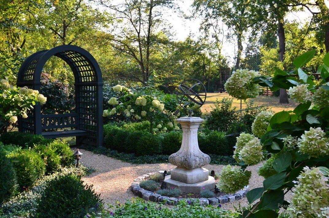 английский сад фото скульптуры в патио моего