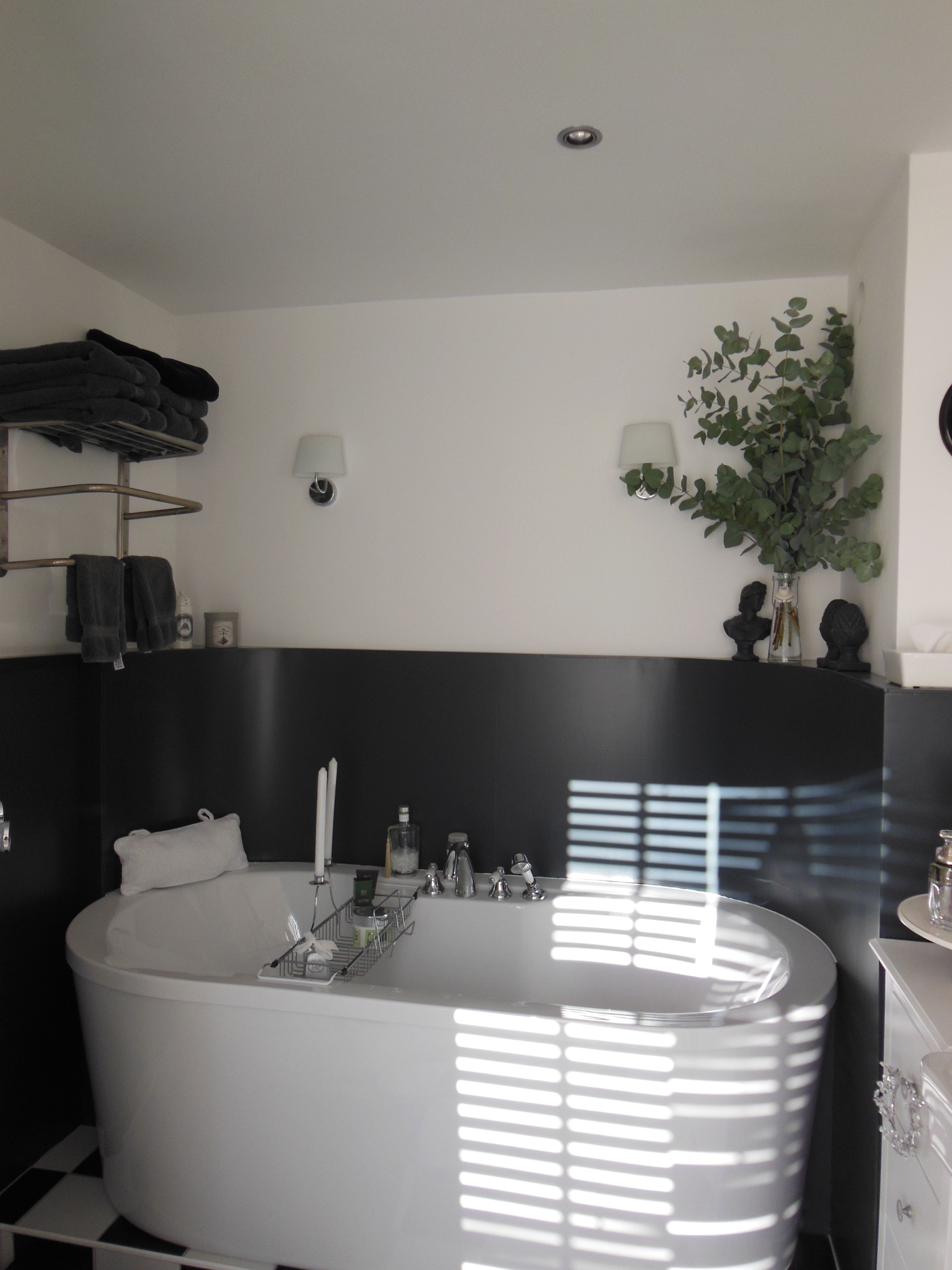 Midsomer Lane bathroom