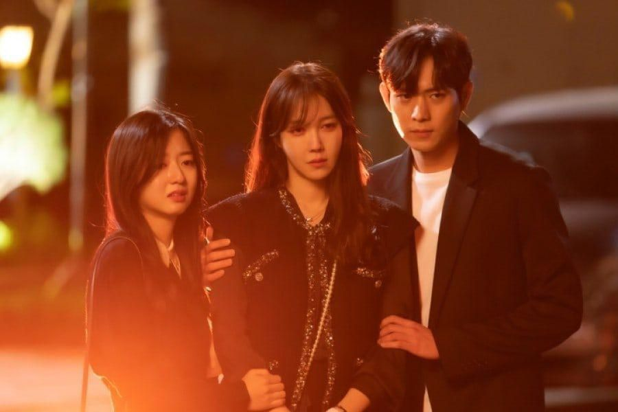 """Kim Hyun Soo, Lee Ji Ah, And Kim Young Dae Grieve From Unexpected Loss In """"The Penthouse 3"""""""