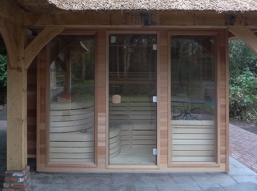Outdoor sauna by VSB Wellness