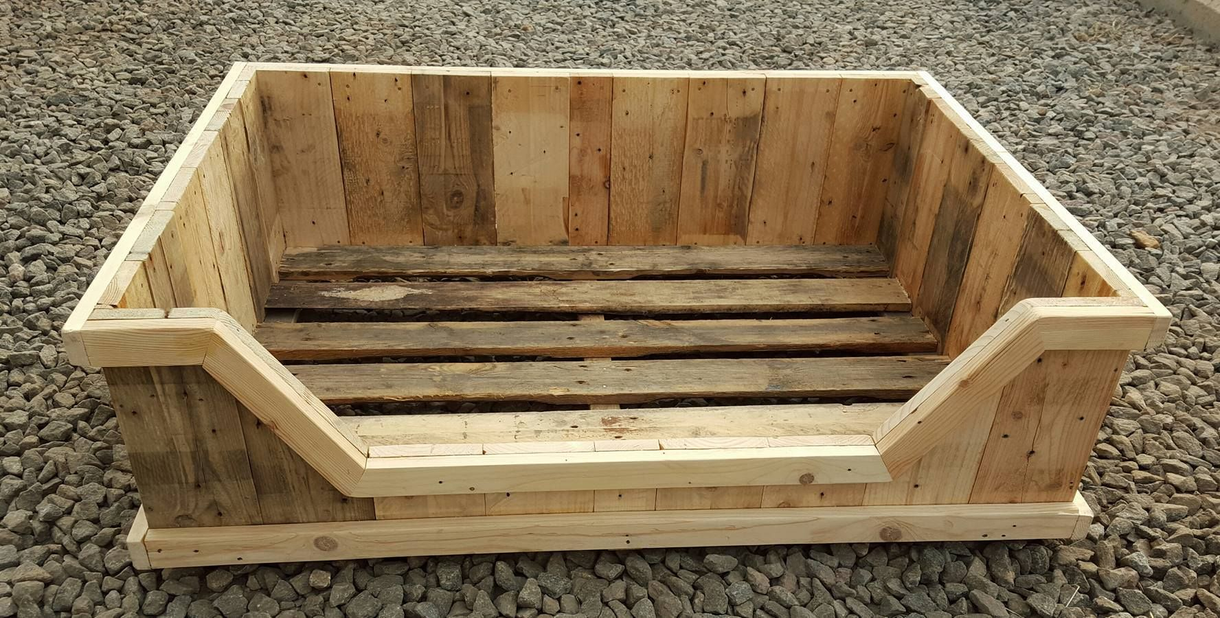 Dog bed from an old pallet dog fun pinterest pet for Pallet dog crate