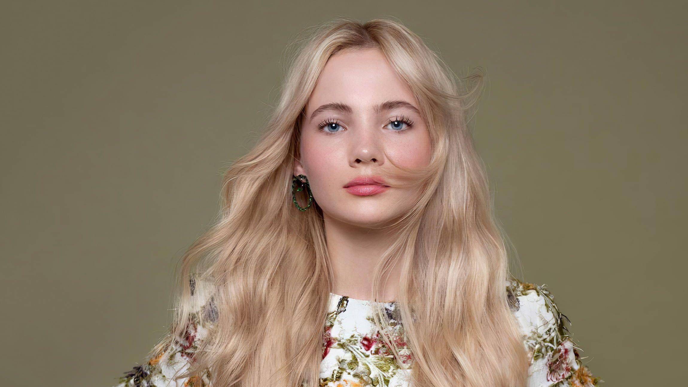 Actresses Freya Allan Blonde Blue Eyes English Girl Long Hair 1080p Wallpaper Hdwallpaper Desktop In 2020 Long Hair Styles Long Hair Girl Actresses