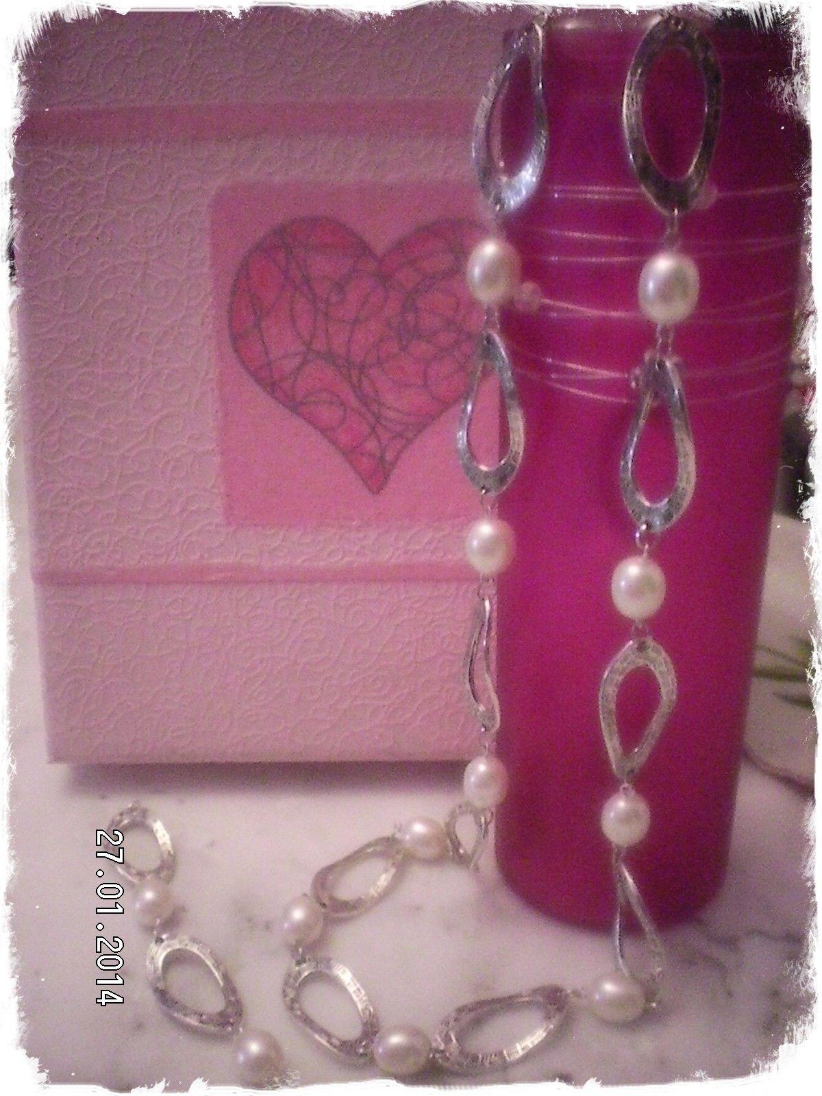 collar y pulsera de anillas de metal y perlas