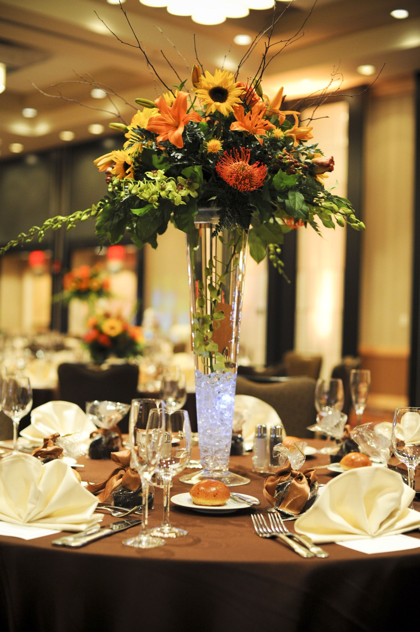 Table Bar Rangements Tall Table Arrangement Wedding Flowers Wedding Flowers