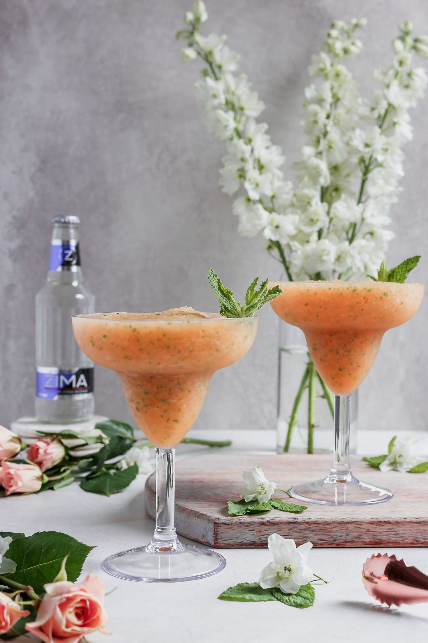 Zima Is Back Turn On Your 90 S Music And Make These Frozen Peach And Mint Summer Cocktails To Celebrate Zi Frozen Cocktails Summer Cocktails Mint Cocktails