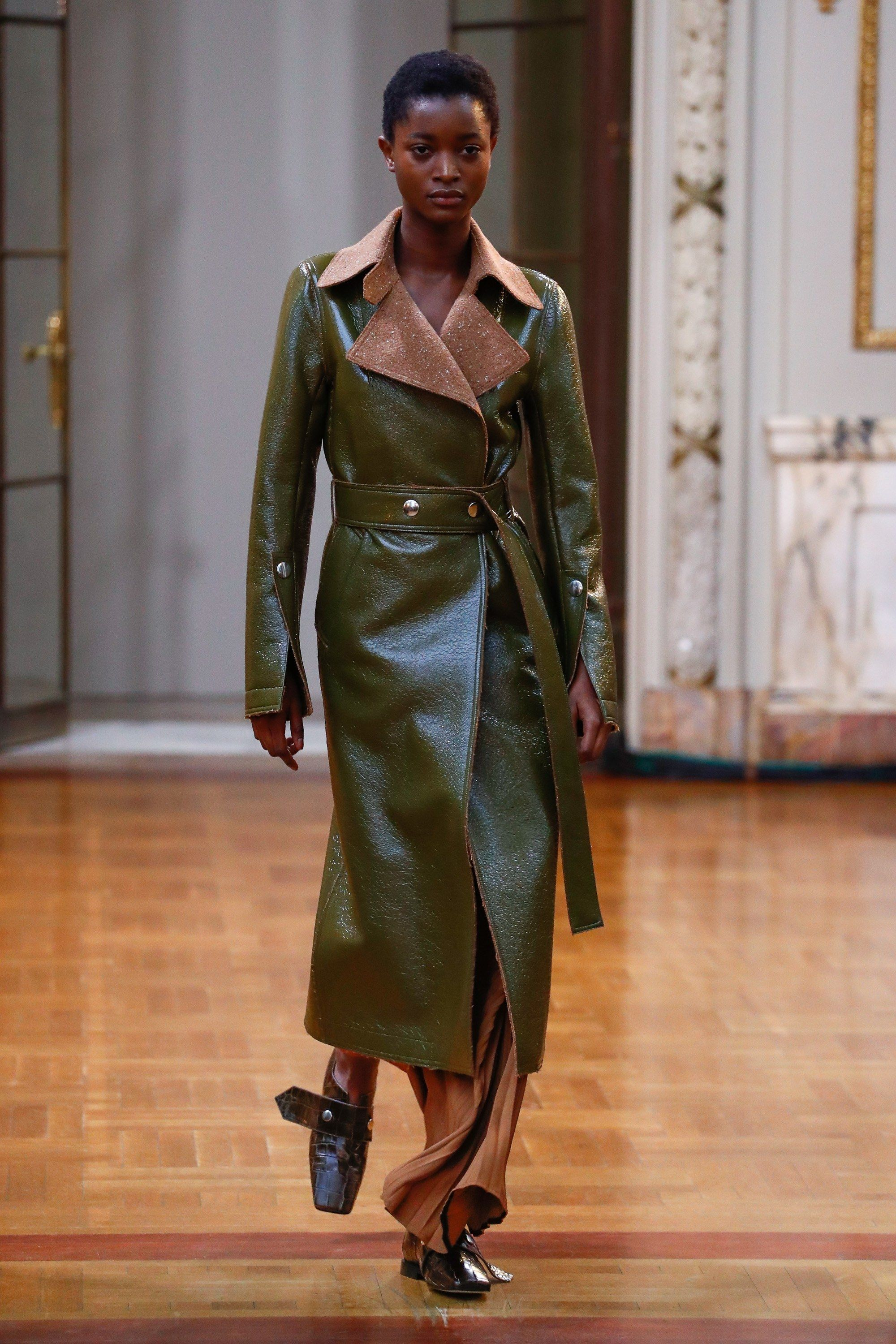 Victoria Beckham Fall 2018 Ready-to-Wear Fashion Show | Suit