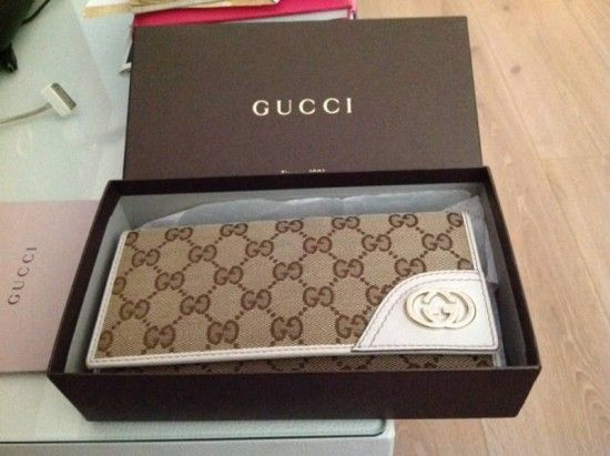 c5d661541882 How to Distinguish the Original Gucci Wallet and the Fake http://www.
