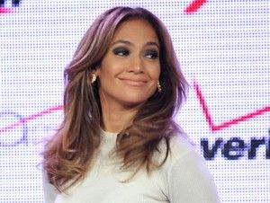 """La cantante neoyorquina Jennifer Lopez será la portavoz de la campaña benéfica de recaudación de fondos de la Fundación de Niños San Jorge en Puerto Rico """"Pon tu dinero donde suceden los milagros"""" que se emitirá en los principales medios de la isla caribeña. La fundación informó hoy a través de un comunicado de […]"""