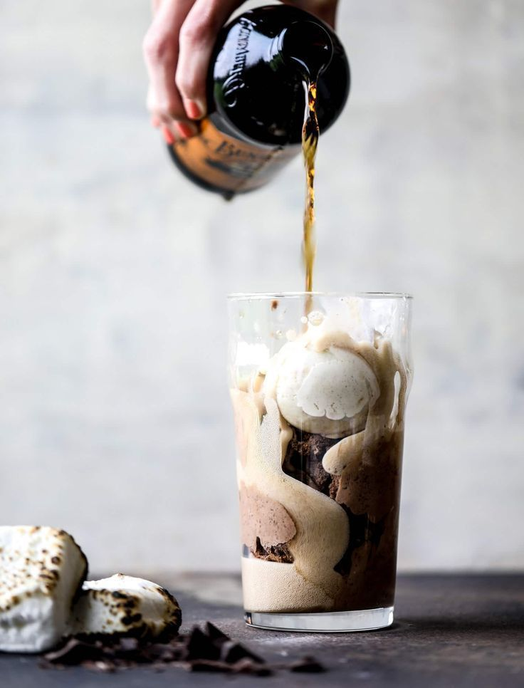 Root Beer Float - Smoky S'mores Root Beer Float Recipe #rootbeerfloat
