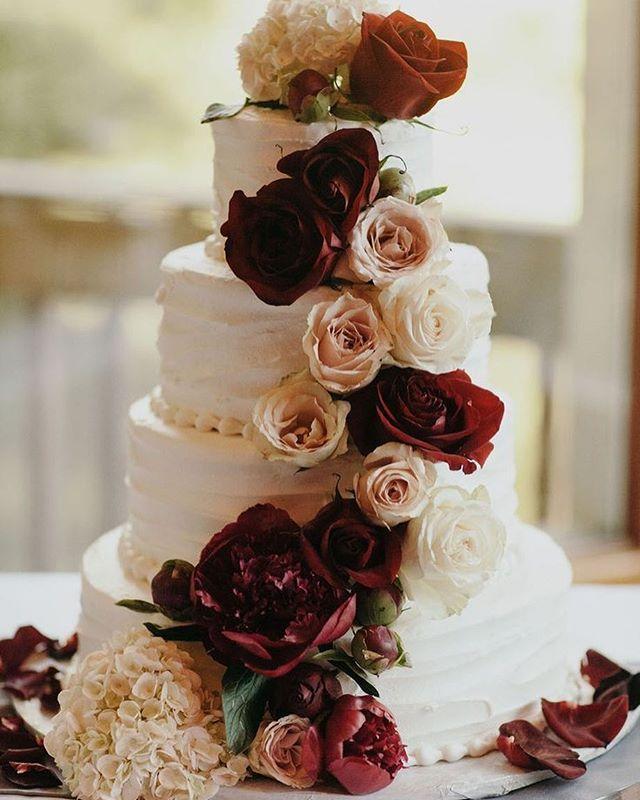 Fall Wedding Cakes Ideas: Burgundy Flowers On Wedding Cake #burgundy #fallwedding