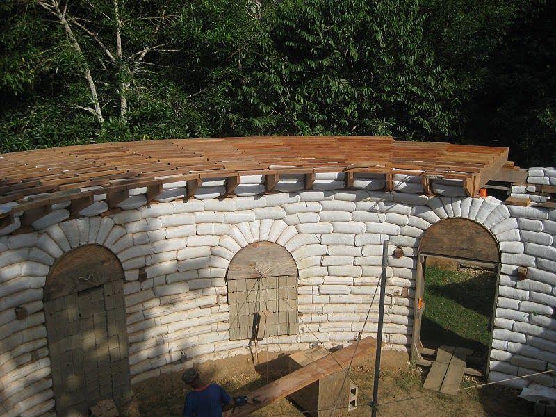 wood parapet on a curved earthbag wall earthbag homes pinterest