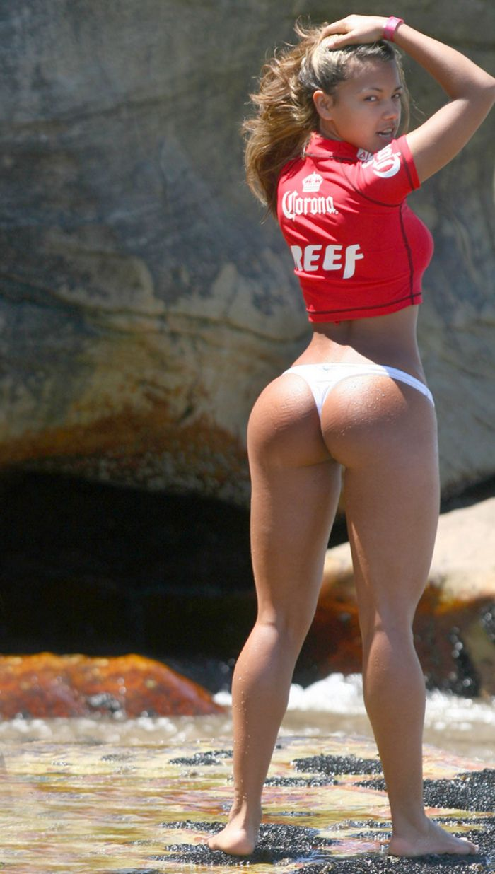 hot-girls-topless-bubble-booty