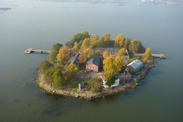 Lonnan saari auki yleisölle, lautta Kolera-altaalta, ravintolasta piknikkori tai gfilliruokaa tarjoiltuna suoraan grillistä