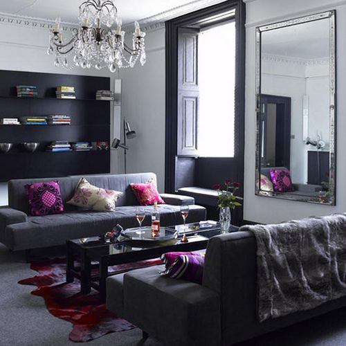 Black white and gray living room with purple accents for Farbkonzept wohnzimmer