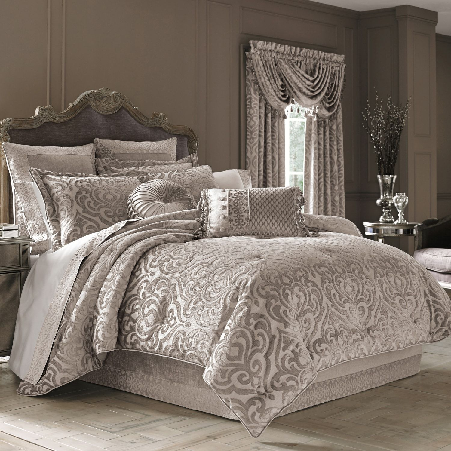 Bedding Decor: Sydney Pearl Full Comforter Set