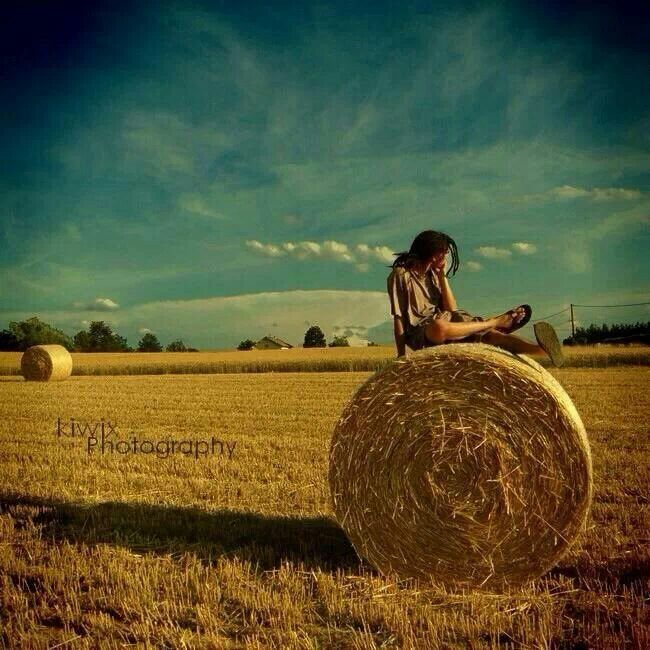 Country life love this my friends and i always go on hay bales!