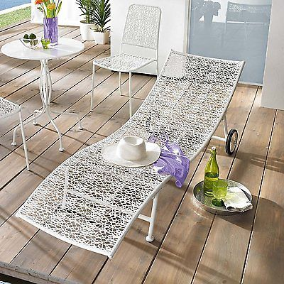 Gartenliege Bloom Mit 2 Rollen Aus Metall Weiss Liege Sonnenliege Gartenmobel Gartenliege Gartenmobel Sonnenliege