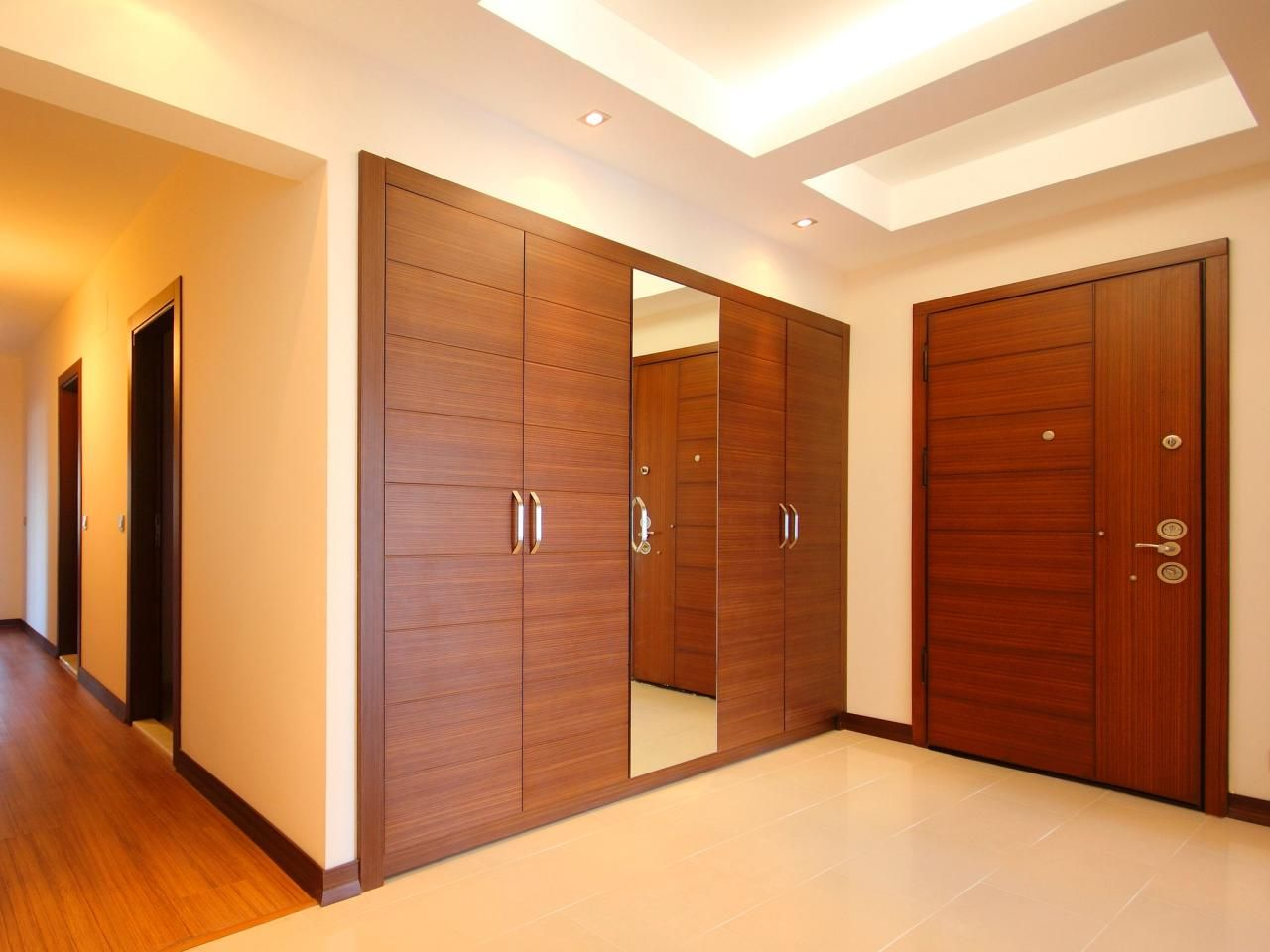 closet door options ideas for concealing your storage. Black Bedroom Furniture Sets. Home Design Ideas