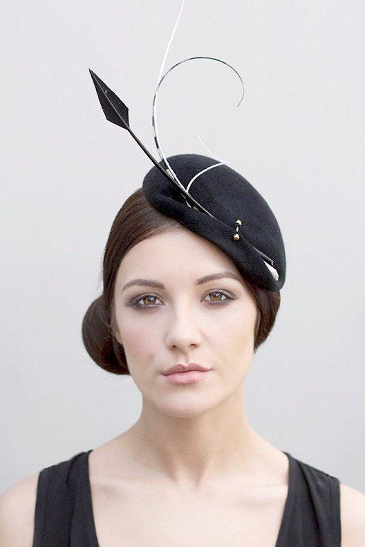 Hatinator nero cappello Cocktail firmato di MaggieMowbrayHats