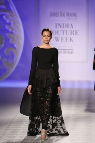 Varun Bahl. ICW 14'. Indian Couture.