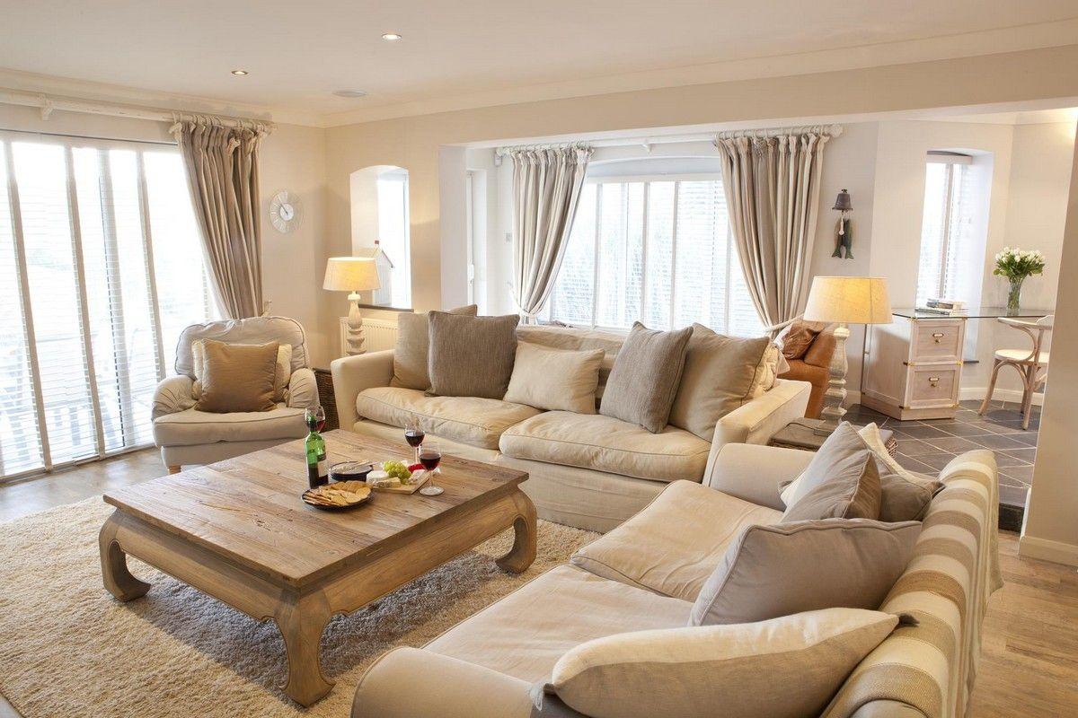 grand salon peinture beige canapé cosy table #bois massif