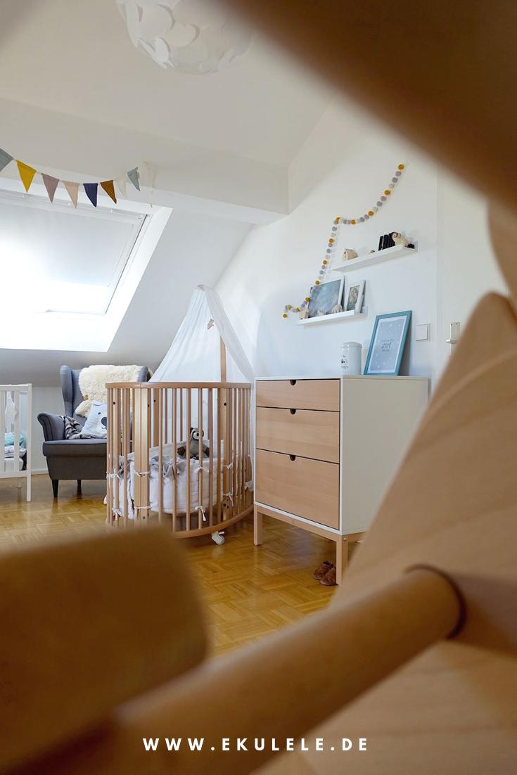 Kinderzimmer Unterm Dach Mit Hochwertigen Holzmobeln In Diesem