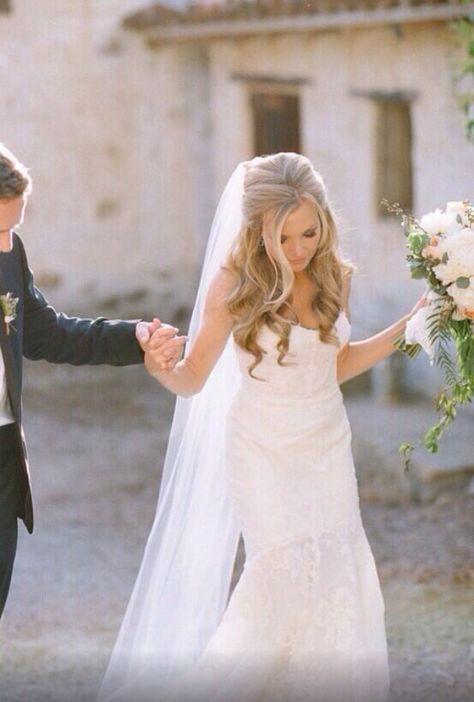 2ffb3fd5abe 51 Striking Long Wedding Hair Ideas