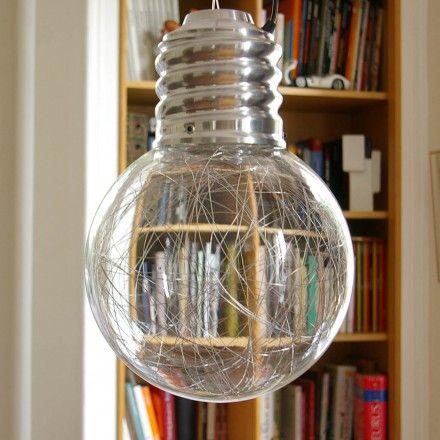 la suspension neptune en forme d 39 ampoule g ante est une lampe d 39 ambiance magique le fil d. Black Bedroom Furniture Sets. Home Design Ideas